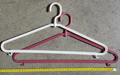Detail produktu Plastové ramínko 44cm